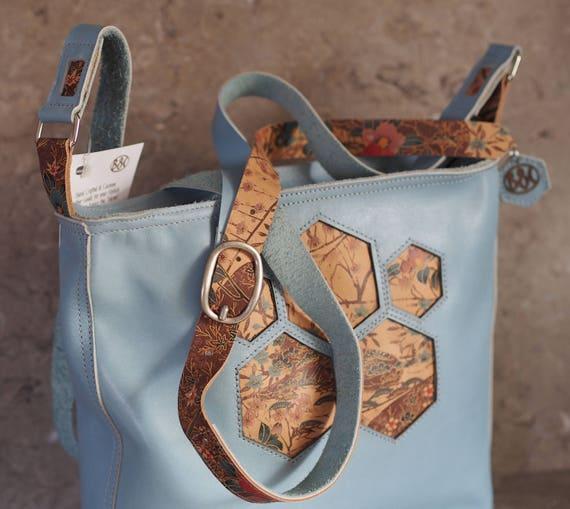 five hexagon window blue leather purse