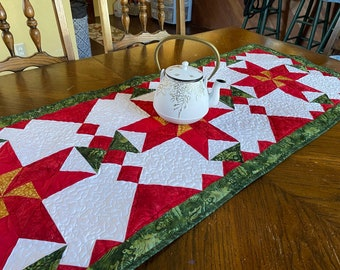 Christmas Flower Table Runner Pattern, Poinsettia, Holiday Decor, Red Green and Gold, pieced patchwork, PDF quilt pattern