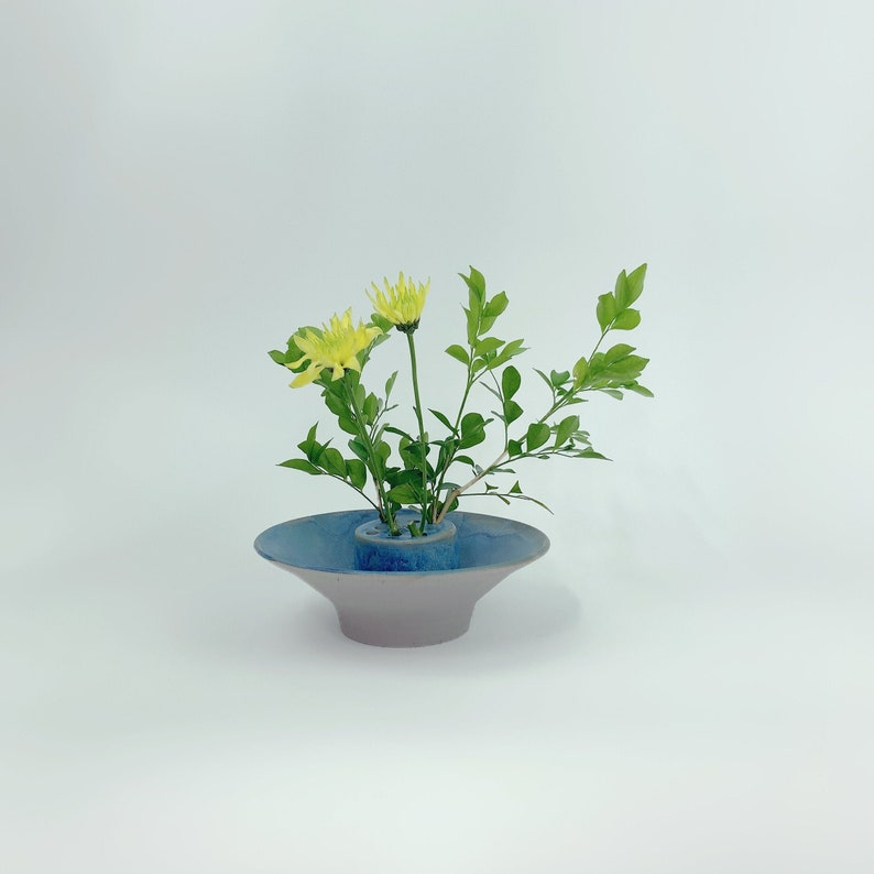 Contemporary Lotus Ikebana Vase // Flower Arrangements image 0