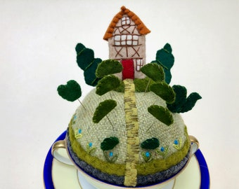 Manor House with Topiary Tiny World Pincushion wool