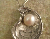Oyster pearl necklace in Sterling