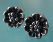 Daisy flower bud earrings post style
