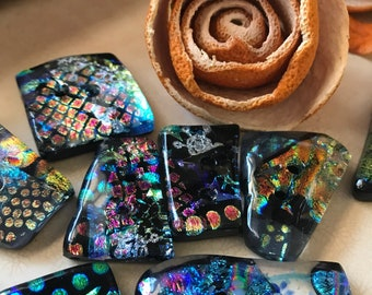Fused glass artisan button