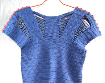 Open Spaces top - Crochet pattern in pdf to make this simple elegant and original top for women