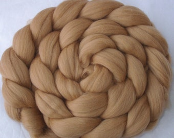 Cafe latte light brown merino roving wool 22 micron , taupe unspun wool for dreads, beige spinning fiber combed top, doll hair, 3.5oz, 100g