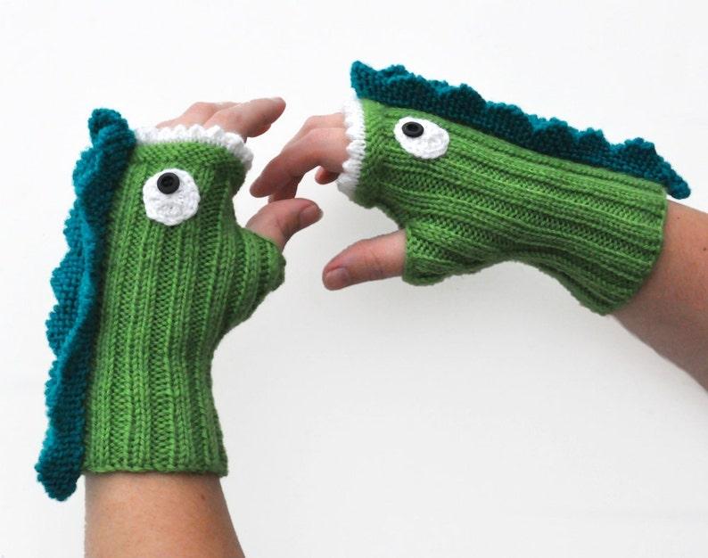 Knit Dragon Mitt Pattern PDF image 0