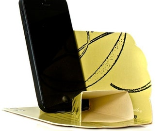 iPhone Pocket Passive Amplifier Made from Recycled Record Jackets,