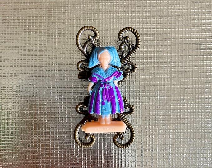 DUTCH DOLL BROOCH Gum Ball Prize Plastic Charm Vending Toy Kitschy Jewelry Filigree Pin
