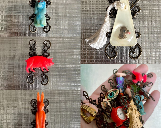 VINTAGE PRIZE BROOCH Gum Ball Toy Plastic Charm Vending Pig Bunny Dog Rabbit Kitschy Pin Jewelry
