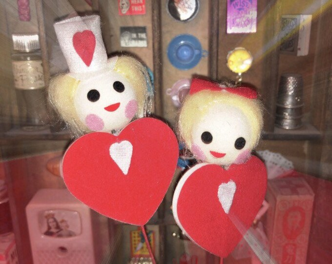 4pcs VINTAGE VALENTINE DECORATIONS Little Jolly Heart Flocked Folks On Wire Made In Japan
