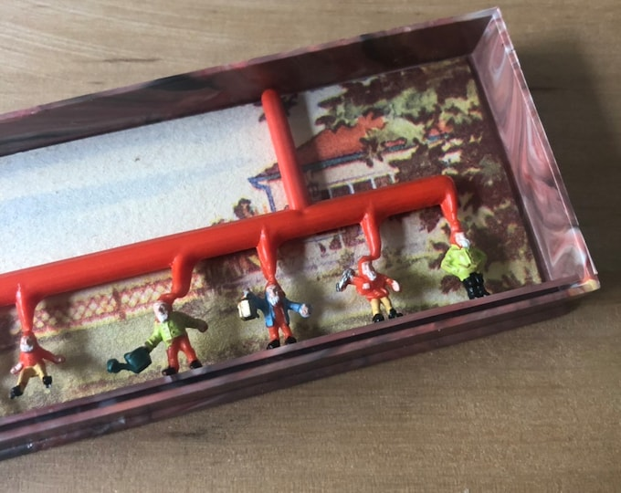 1bx VINTAGE MERTEN DWARVES Super Tiny Plastic Elves & Deer Old Crafting Miniatures Lot Assemblage Snowglobe Terrarium Supplies Germany M2303