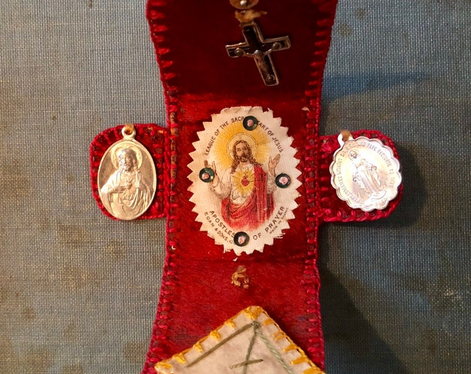 VINTAGE WALLET SHRINE Agnus Dei Relic Scapular Pocket Shrine Handmade Miniature Crucifix Catholic Medallions Pocket Vestment Wallet