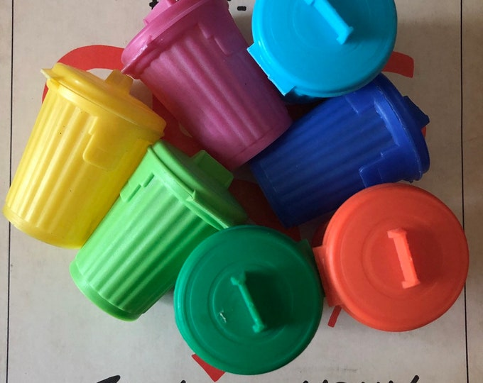 1pc VINTAGE GARBAGE CAN Topps Gum Container Plastic Miniature Trash Can Vintage Candy Container Doll Sized Trash Can Super Retro Colors