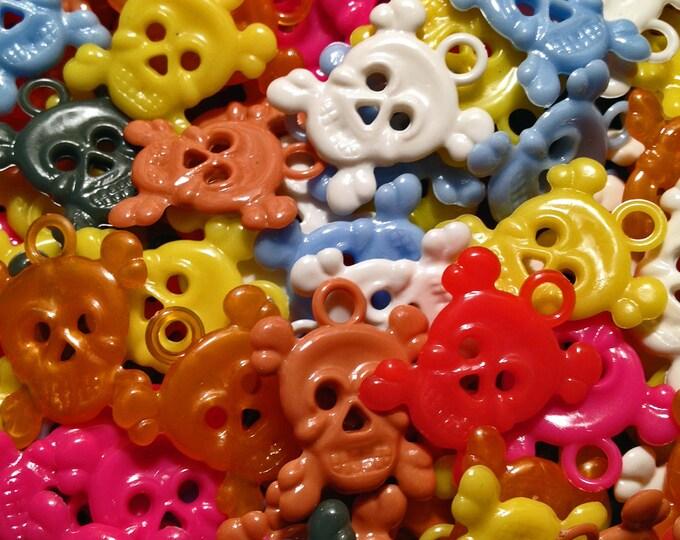 10pcs SKULL & CROSSBONE CHARMS Vintage Plastic Halloween