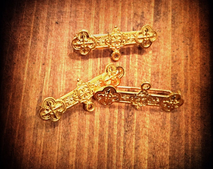 4pcs VINTAGE RELIGIOUS PINS Golden Brooch Findings