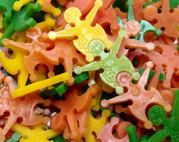 15pcs TINY STACKING DOLLS Vintage Plastic Prizes