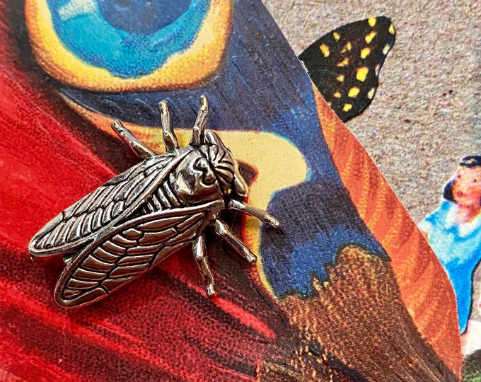 1pc SILVER CICADA BROOCH Small Insect Pin Antiqued Silver Metal Brood X Cicada Year Jewelry Symbolizes Immortality + Good Luck