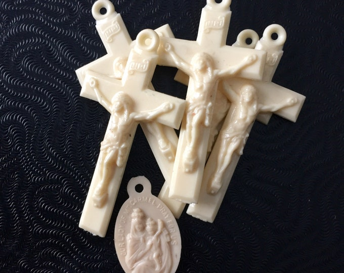 6pcs VINTAGE PLASTIC CRUCIFIXES & Scapular Religious Medallion
