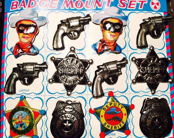 12pcs VINTAGE TIN BADGES Metal Pins Litho Printing Cowboy Pistol Texas Sheriff Ranger Deputy Special Police + Display Card Made in Japan