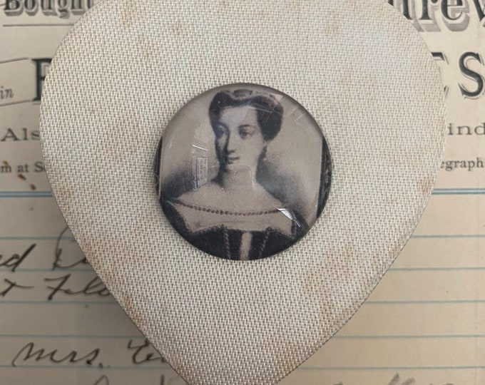 MOMENTO MORI BOX French Mistress Vintage Heart Shaped Satin Box + Glass Cabochon Visibly Aged Gift Box Small Keepsake