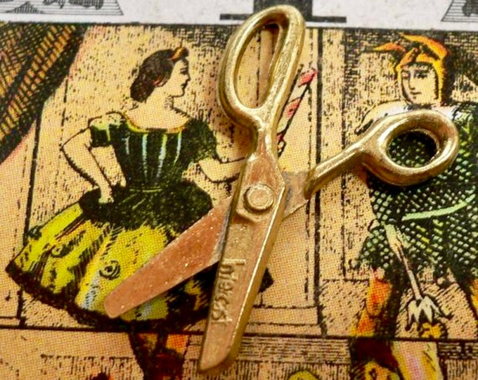 TINY WORKING SCISSORS Vintage Vending Toy Dollhouse Prop Cracker Jack Prize Cast Metal Sewing Charm