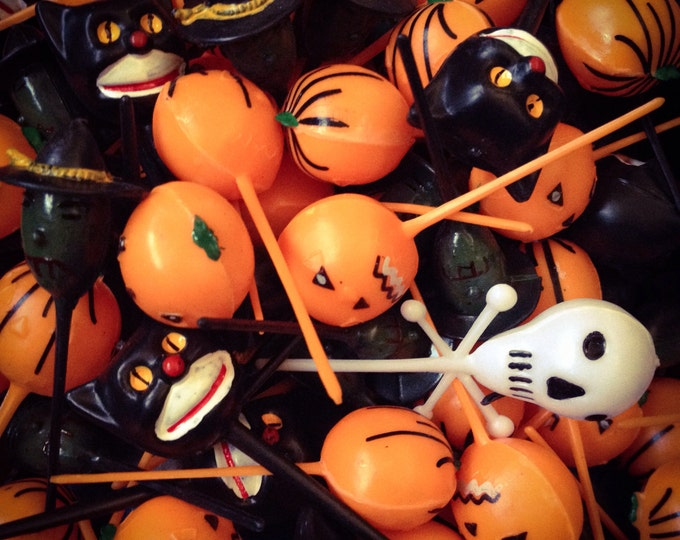 12pcs RETRO HALLOWEEN DECORATIONS Old Fashioned Spooky Kitschy Cake Deco Skull Pumpkin Cat Witch Plastic Picks Lot