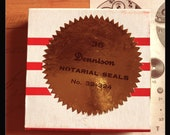 1pkg VINTAGE DENNISON SEALS Notarial Gummed Gold Foil Metallic Seals Original Box Notary Labels Stickers Full Box 32-324