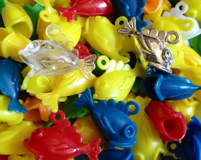 10pcs VINTAGE PLASTIC FISH Big Mouth Charms