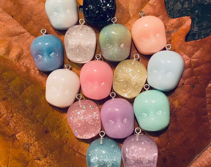 1pc DOLL FACE CHARM Delightfully Spooky Gelato Resin Pendant Miniature Doll Head Glitter Halloween Jewelry Candy Colors Limited Stock