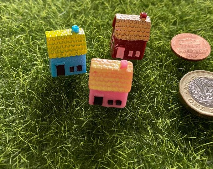 3pcs TINY PLASTIC HOUSES Super Mini Cottages Hand Painted Colorful Fairy Abodes Terrarium Diorama Crafting Miniatures Lot