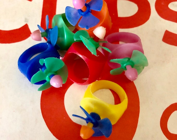3pcs VINTAGE PROPELLER RINGS Vintage Toy Rings Old Dime Store Toys Vintage Plastic Charms Vintage Party Favors Gumball Prize Lot