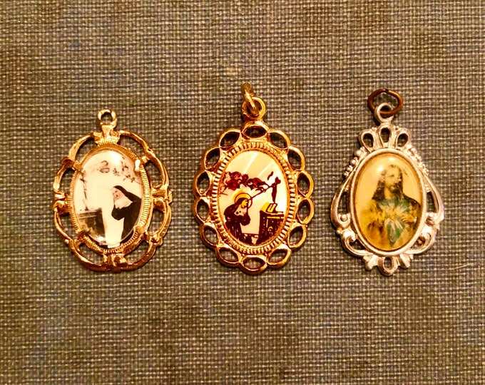 3pcs RELIGIOUS PICTURE MEDALLIONS Vintage Religious Medal Virgin Mary Catholic Jewelry Sacred Heart of Jesus Saint Rita Nun Italy Germany