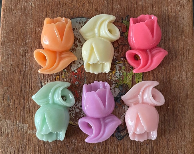 6pcs SMALL TULIP CABS 18mm Retro Plastic Flower Flat Backs Set