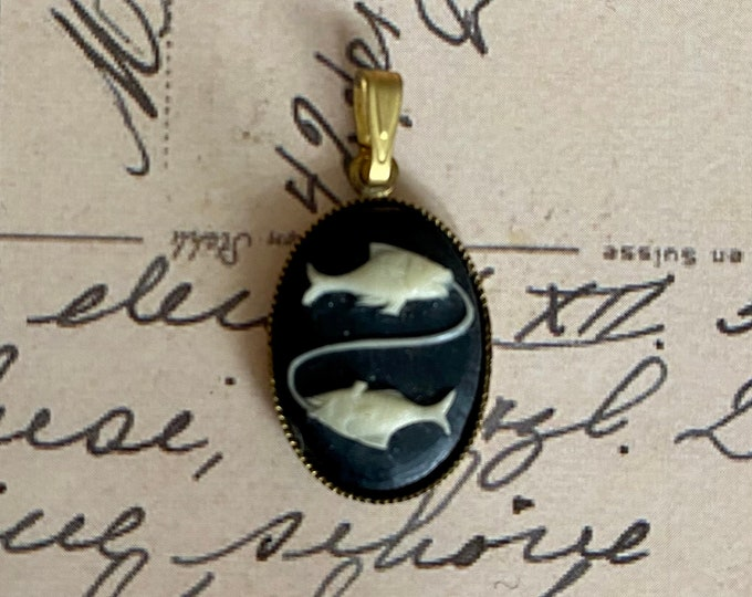 1pc VINTAGE PISCES PENDANT Matte Glass Horoscope Cabochon Brass Patina Charm Jewelry Medal Star Sign