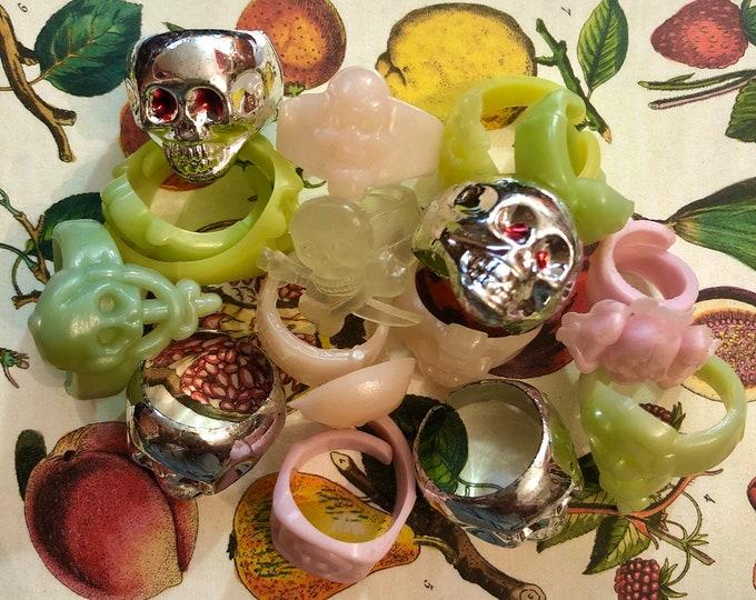 15+pcs VINTAGE HALLOWEEN RINGS Vintage Plastic Rings Toys Skull Jewelry Gumball Rings Lot