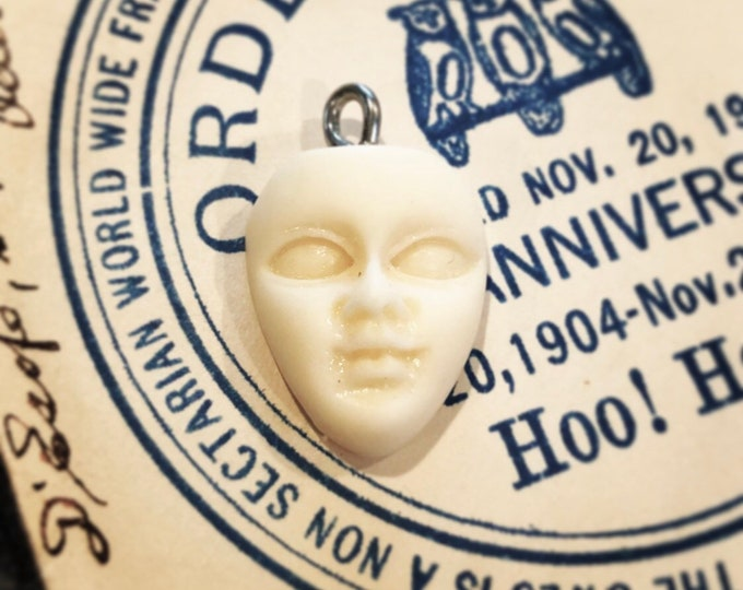 1pc DOLL FACE PENDANT Ghostly Miniature Doll Head Halloween Charm