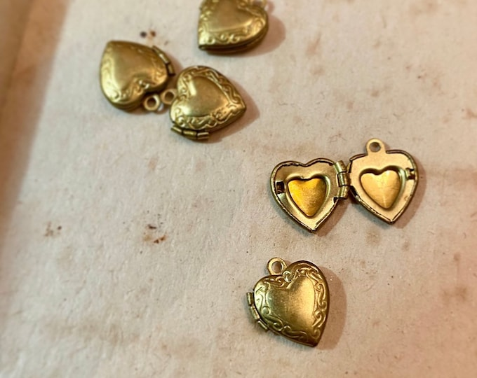 5pcs HEART VINTAGE LOCKETS Tiny Warm Brass Fancy Scroll Border Charms Pendants Jewelry Findings Lockets Lot