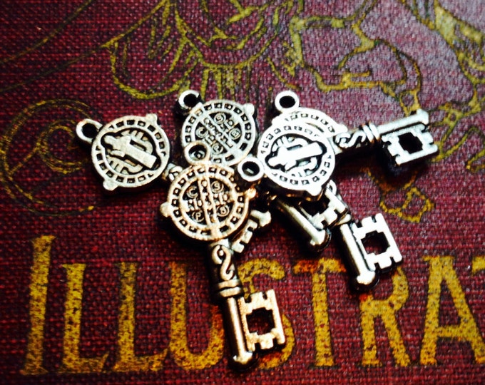 5pcs Tiny ST. BENEDICT KEY Religious Medallions Protection From Evil