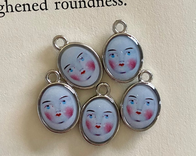 5pcs DOLL FACE CHARMS Tiny Custom Made Antique Altered Dolly Visage Delicate Adorable Spooky Vintage Miniature Medallion Pendants Adelaide