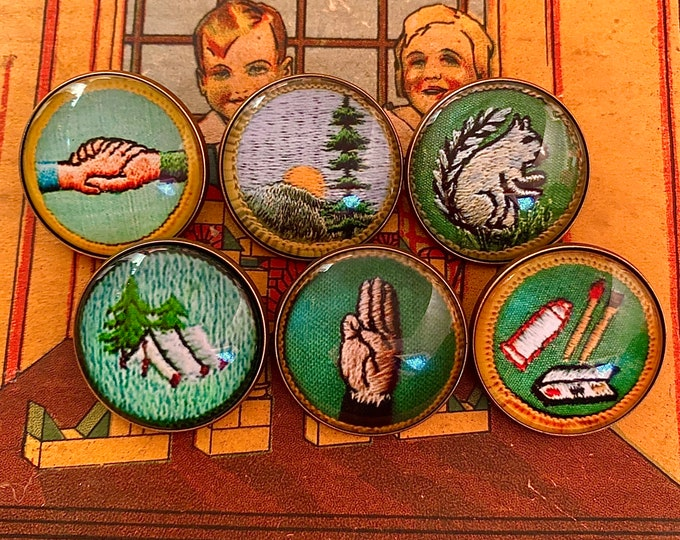 1pc SCOUTING PATCH BROOCH Small Vintage Style Retro Print + Glass Cabochon Bronze Scout Pin Prize Party Favor