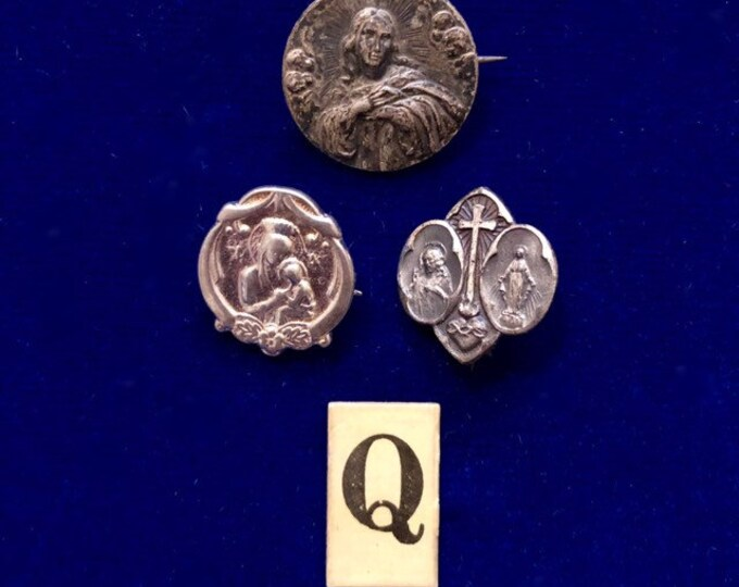 3pcs VINTAGE RELIGIOUS PINS Tiny Scapular Silver Catholic Pin Lot Q