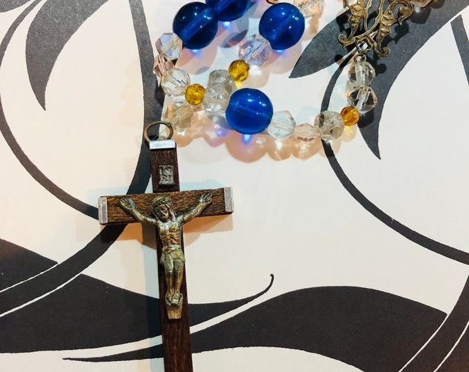 """VINTAGE ARTISTIC ROSARY Glass & Seeds Wood Beads Antique Centerpiece Handmade Kitchen Sink Non-Traditional Old Rosaries Italian Crucifix 36"""""""