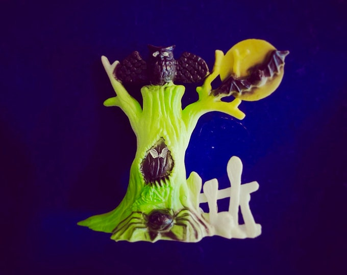 1pc VINTAGE HALLOWEEN MINIATURE Spooky Plastic Tree Owl + Bat Against The Moon