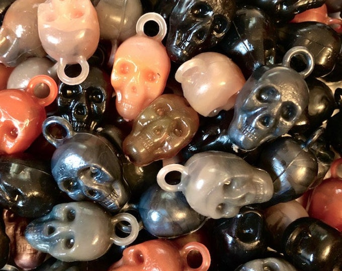4pcs VINTAGE SKULL CHARMS Spooky Skulls Gumball Prizes Halloween Rare Colors Plastic Charms Lot