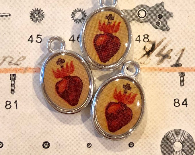 5pcs SACRED HEART CHARMS Tiny Custom Made Vintage Religious Images Flaming Heart Miniature Pendant Medallions Lot