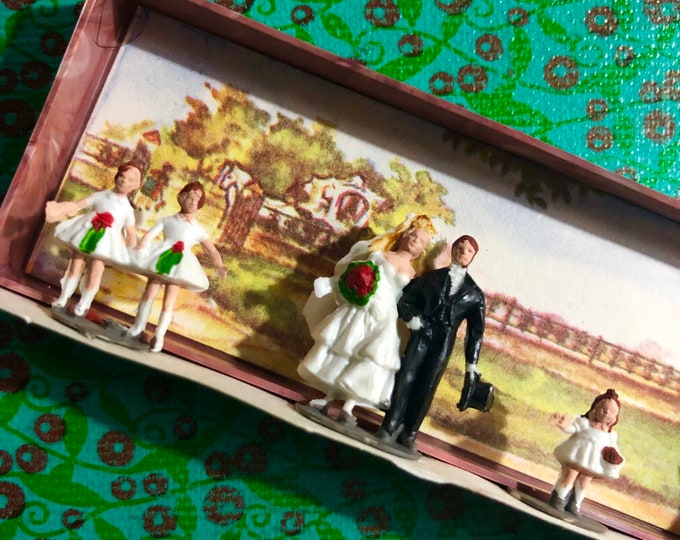 1bx VINTAGE MERTEN WEDDING Super Tiny Plastic Bridal Party Bride Groom Priest Flower Girl Craft Miniatures Lot Assemblage West Germany 963