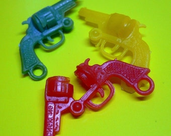 3pcs Vintage 60s TINY OPENING PISTOLS Charms Limited Color Mix