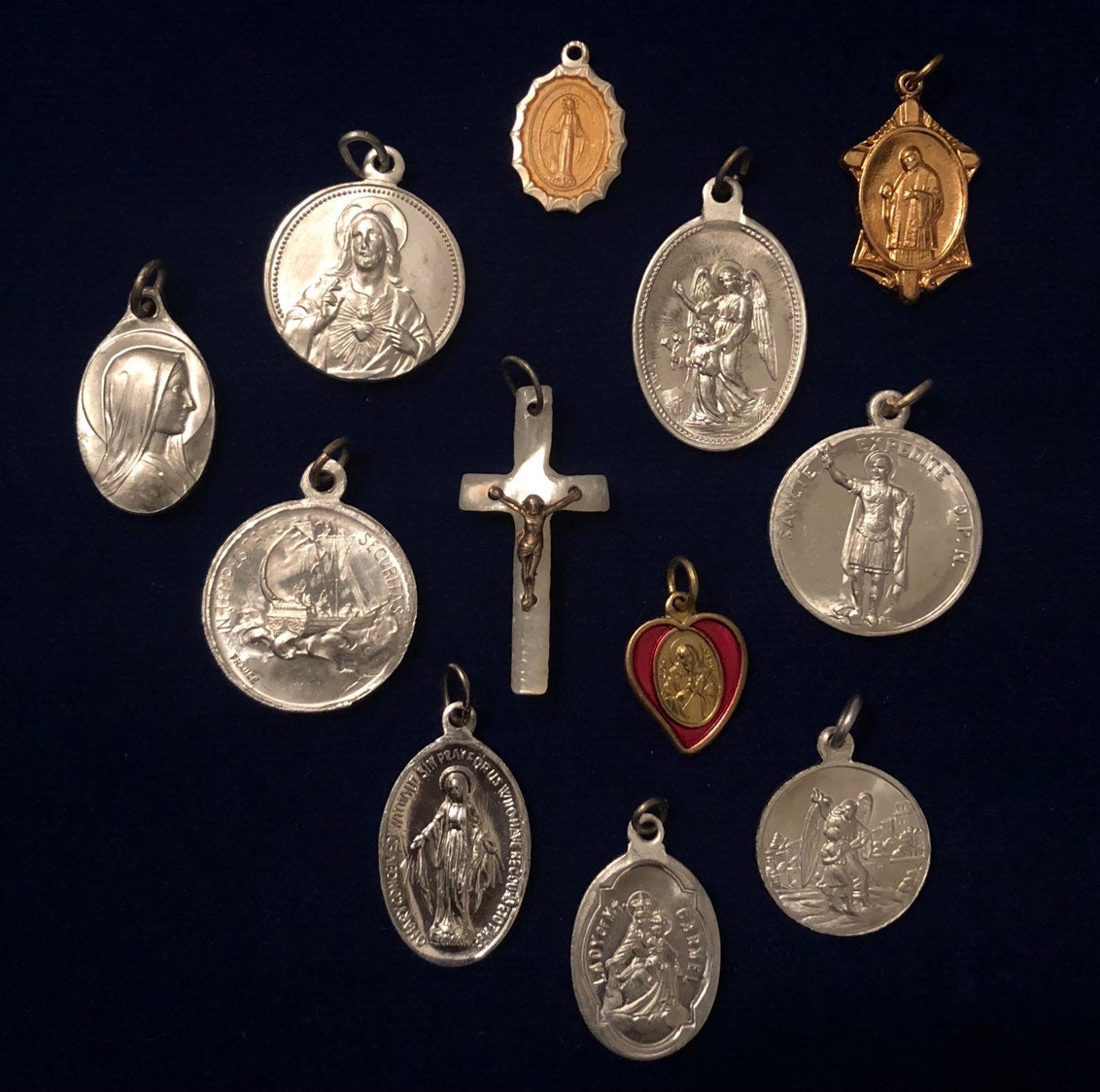 12pcs VINTAGE RELIGIOUS LOT Fabulous Medals Mix Pearl Crucifix