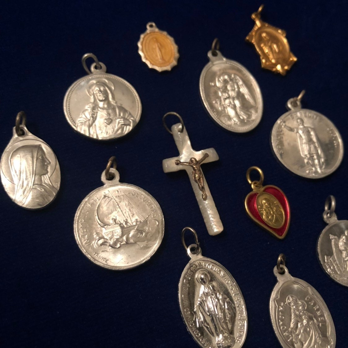 12pcs VINTAGE RELIGIOUS LOT Fabulous Medals Mix Pearl