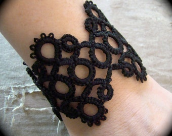 Tatted Cuff Bracelet - Hens and Chicks